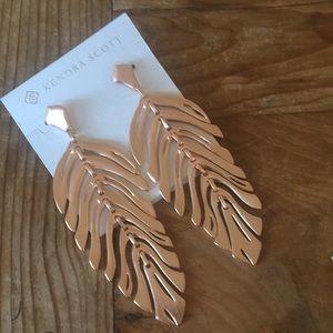 Stunning Kendra Scott earrings 🌟 NWT 🌟
